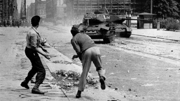 Erster anti-stalinistischer Aufstand: 17.Juni, 1953, DDR.
