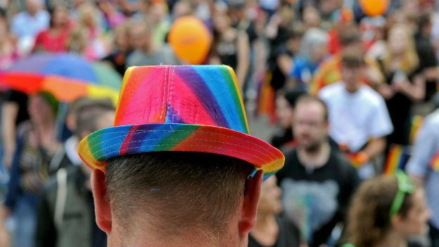 Eingedenk der Schwulenhatz: Christopher Street Day.