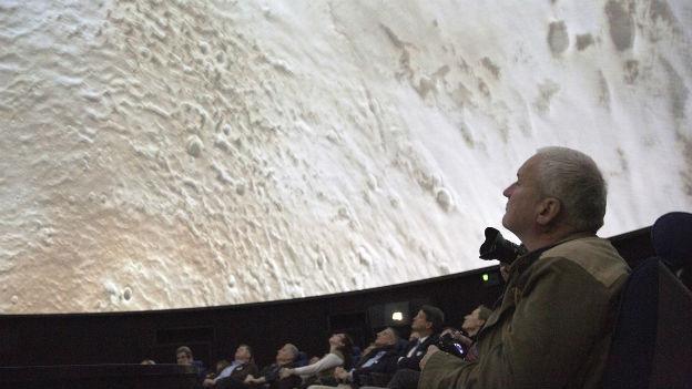 Weltraumspaziergang im Polstersessel: Planetarium.