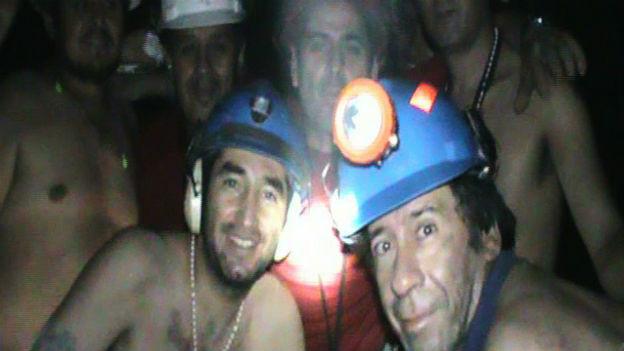 Eingeschlossen in 700 Meter Tiefe: Kumpels von San José.