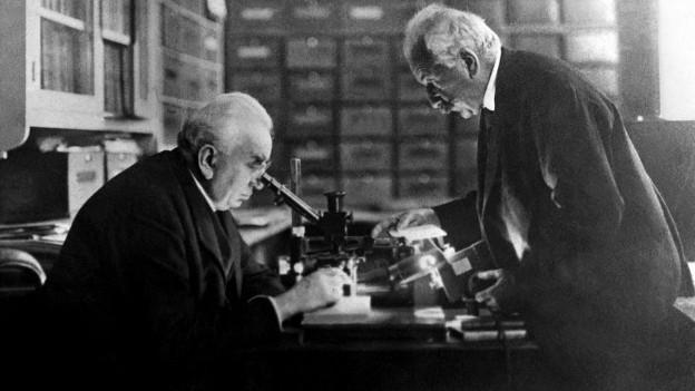 Die Gebrüder Auguste und Louis Lumière - sie machen mit ihren Vorführungen Filme populär.
