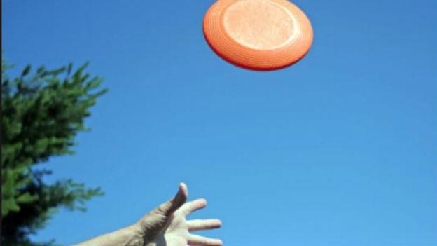 Segelscheibe, Schwebedeckel, Flugkreisel: Der Frisbee.