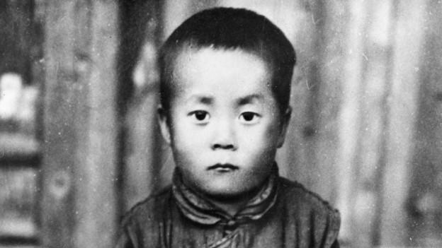 Ihre Heiligkeit der Dalai Lama, Tendzin Gyatsho, als kleiner Bub.