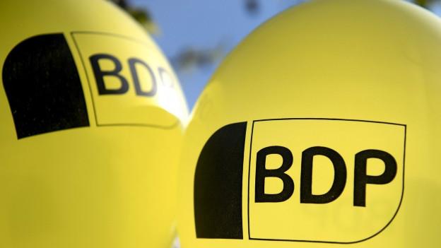 Das Bild zeigt zwei Ballone mit dem Logo der BDP.