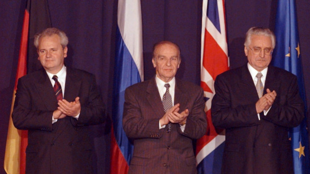 Von links nach rechts: Slobodan Miloševi?, Alija Izetbegovi? und Franjo Tu?man in Dayton, Ohio.