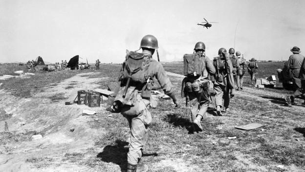 Am 25. Juni 1950 begannen die Kriegshandlungen in Korea. Die Demokratische Volksrepublik Korea kämpfte mit ihrem Verbündeten China gegen die Republik Korea, die von Truppen der Vereinten Nationen, unter der Leitung der USA, unterstützt wurde.