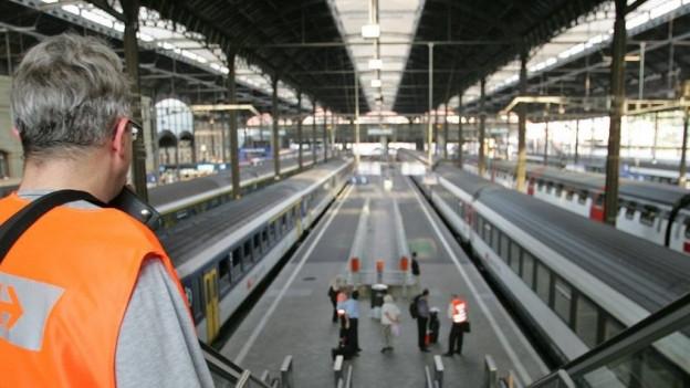 Stehengebliebene Züge im Bahnhof Basel wegen Stromausfall