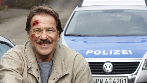 Götz George auf dem Tatort-Set als Horst Schimanski.