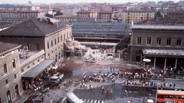 Der verwüstete Bahnhof Bologna nach dem Anschlag