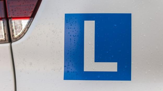 Heute ist die Fahrprüfung längst Standard: Das L am Auto