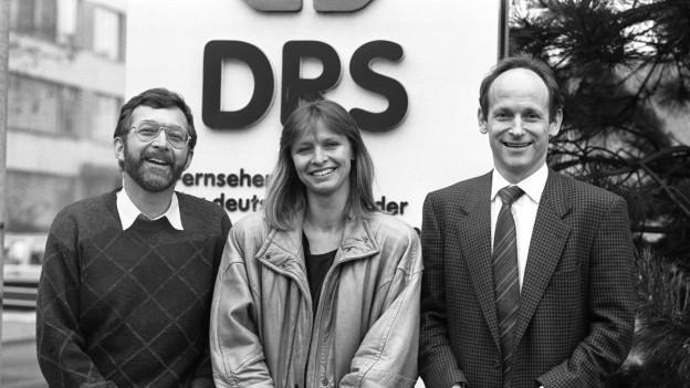 """Erstes """"10 vor 10"""" Moderationsteam: Walter Eggenberger, Jana Caniga und Jürg Wildberger."""