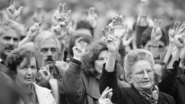 An der Landsgemeinde 1991 im Kanton Appenzell Innerrhoden dürfen erstmals Frauen abstimmen