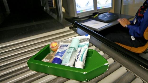 Am 6. November 2006 traten in der Schweiz neue Sicherheitsvorschriften für Flüssigkeiten im Handgepäck in Kraft