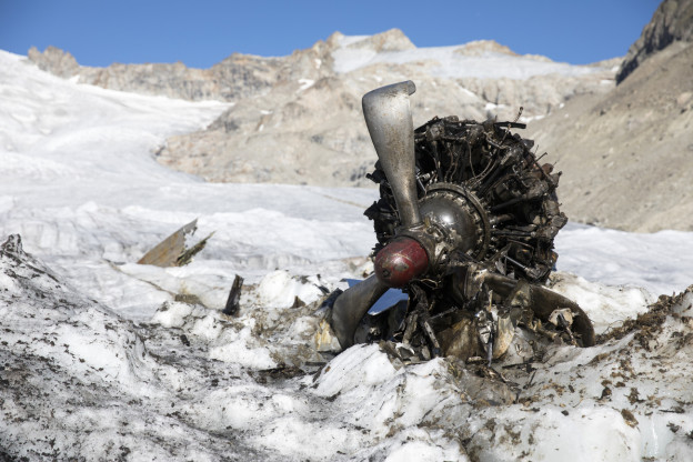 Trümmerteile auf dem Gauligletscher