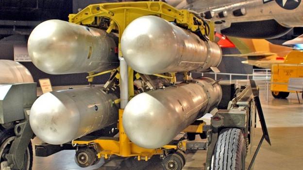 Vier Mk-28 Wasserstoffbomben bereit zum Einladen