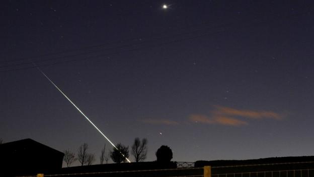 Meteorit über dem Nachthimmel im Nordosten Englands