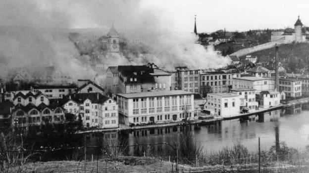 Rauch steigt auf aus der Schaffhauser Altstadt.