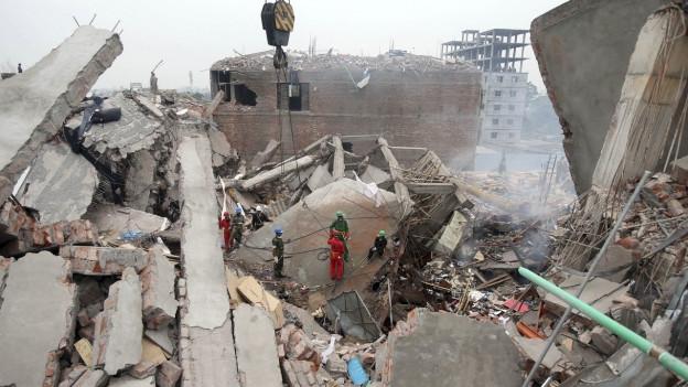 Das Rana Plaza in Bangladesch nach dem Einsturz 2013