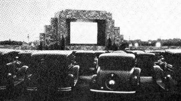 Das erste Drive-in theatre in Pennsauken, New Jersey, 1933