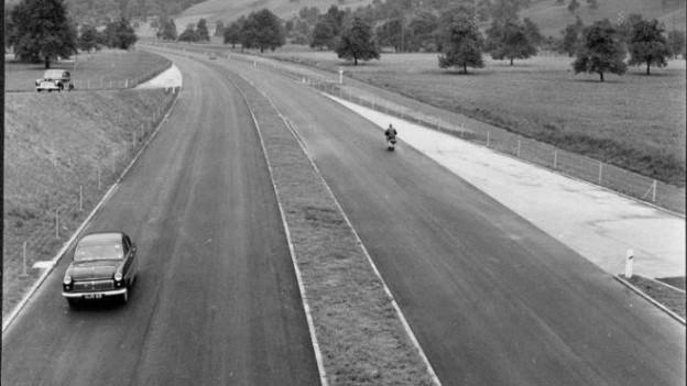 Autobahn bei der Einfahrt Kriens (1955)