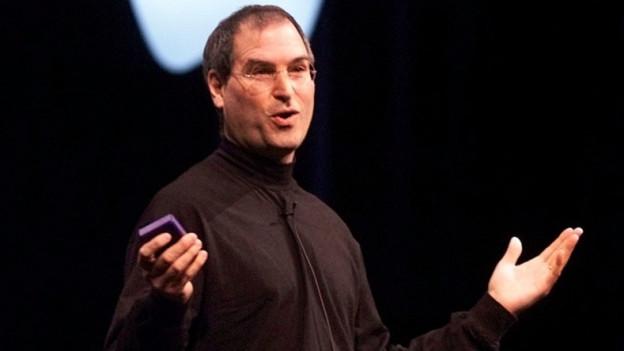 Stets im Rollkragenpullover: Steve Jobs bei der Präsentation neuer Apple-Produkte