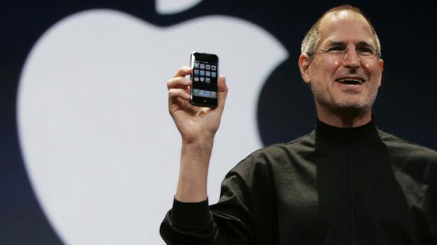 Steve Jobs präsentiert 2007 das erste Iphone