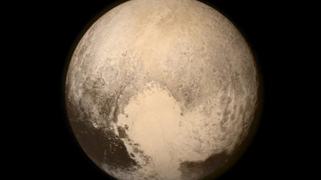 Diese Aufnahme von Pluto entstand 2015, als eine NASA-Raumsonde nahe an Pluto vorbeiflog.