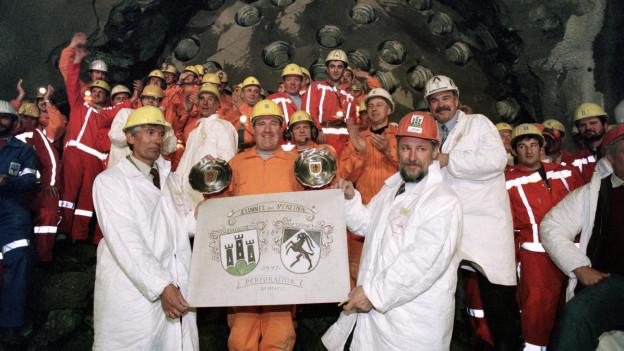 Mineure im Vereintunnel treffen sich