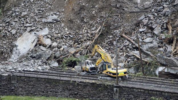 Bergungsarbeiten nach dem Bergsturz in Gurtnellen im Kanton Ur