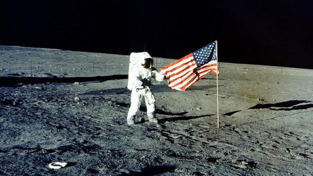 Erstmals betritt ein Mensch den Mond
