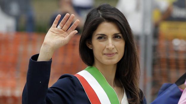Virginia Raggi nach ihrer Wahl zur Bürgermeisterin von Rom