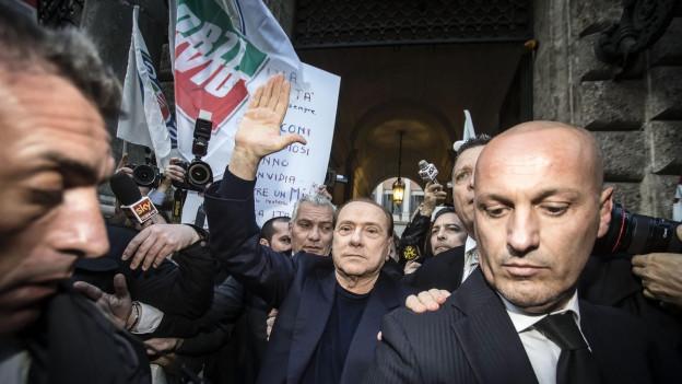 Der ehemalige italienische Ministerpräsident Silvio Berlusconi 2015 nach seinem Freispruch vor dem Berufungsgericht