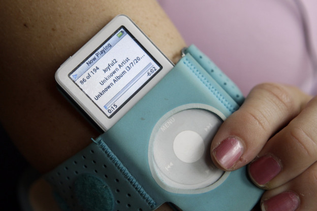 Das MP3-Format trug auch dazubei, dass sich tragbare Musikspieler wie der iPod von Apple etablieren konnten.