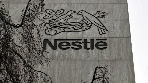 Blick auf die Fasade des Nestlé-Hauptsitzes in Vevey