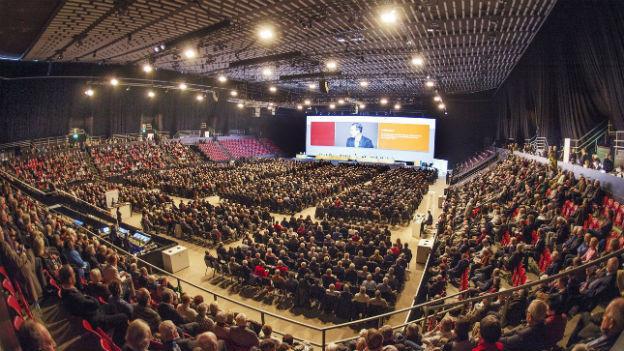 Fast 3000 Aktionäre in der St.Jakobs-Halle: Novartis-GV in Basel