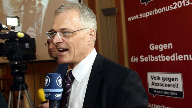 Auch im Ausland noch immer gefragt: Thomas Minder, hier bei einem Interview mit der ARD.