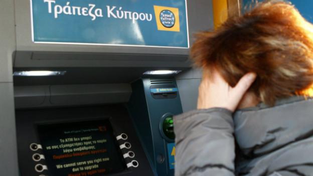 """Die Automaten der """"Bank of Cyprus"""" waren gestern zeitweise ausser Betrieb."""