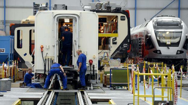 Für die exportorientierte Industrie ist das Umfeld noch immer schwierig (Bild: Stadler Rail).