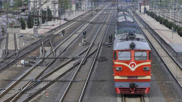 Der Güterverkehr auf der Schiene wäre harte Konkurrenz zum Hochseetransport.