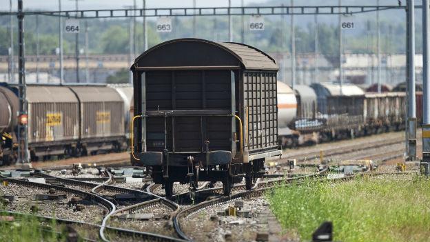 Auf dem Abstellgleis: Güterzüge werden von den Personenzügen verdrängt.