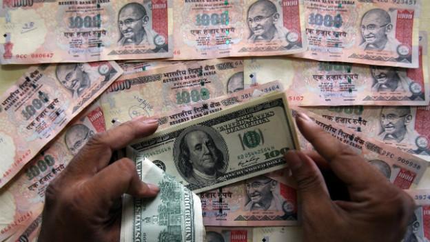 Hat im vergleich zum Dollar massiv an Wert verloren: die indische Rupie.