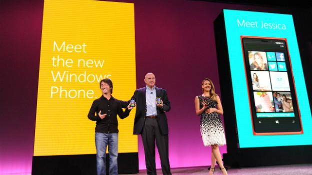 Ein Nokia-Smartphone mit Microsoft-Betriebssystem. Nun kauft Microsoft das Kerngeschäft von Nokia.