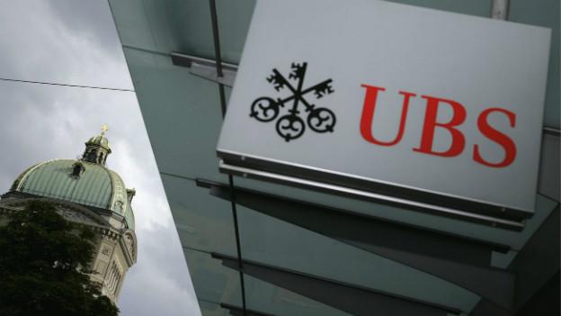 Politiker forderen eine Aufspaltung der UBS, die Bank plant nun eine Auslagerung.