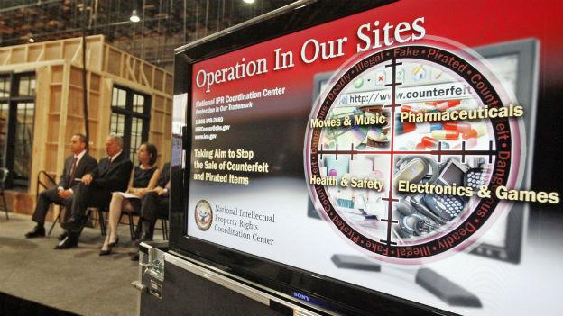 An einer US-Veranstaltung gegen Internet-Piraterie und Urheberrechts-Verletzungen im Internet am 30. Juni 2010.
