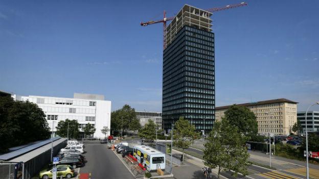 Weitwinkelaufnahme des höchsten Gebäudes im Kanton Zug: Der Park-Tower.