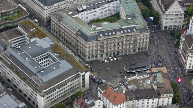 Foto aus der Vogelperspektive mit Blick auf den Zürcher Paradeplatz.