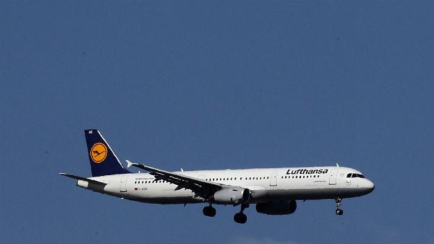 Die Lufthansa im Sinkflug: Sie macht weniger Gewinn als angenommen.