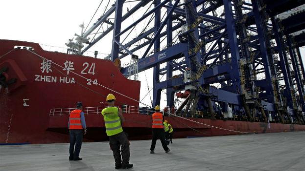 Chinesisches Schiff im Hafen von Piräus
