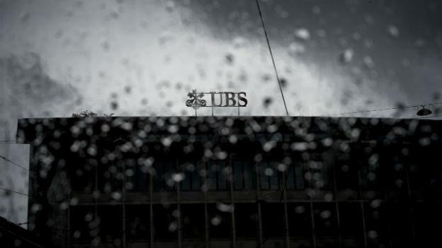 Der UBS-Hauptsitz am Paradeplatz in Zürich im Regen.