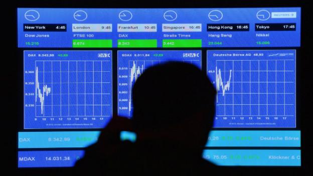 Ein Bildschirm zeigt den Index des DAX an.